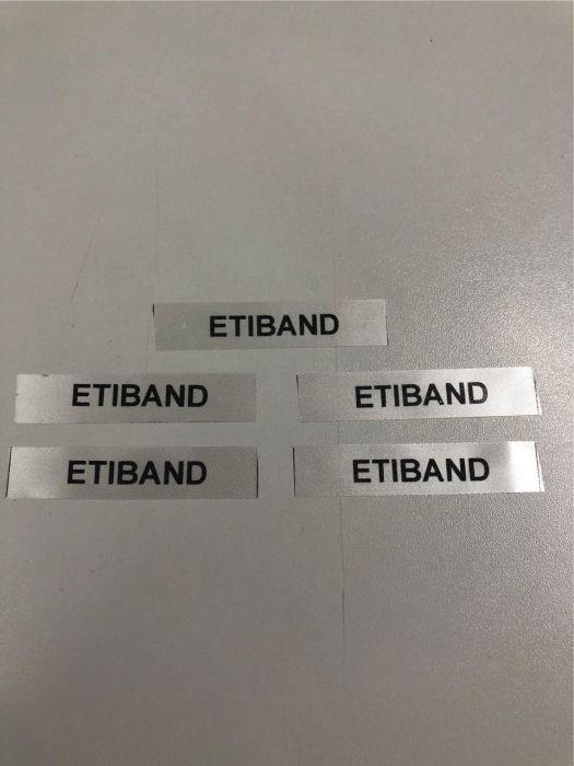 Etiquetas de cetim